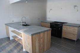 Foto's van Huizen en straten uit Nederland OV - houten keukens op ikea kasten met betonnen bladen