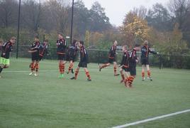 Foto's van Voetbal uit Hoevelaken - Hoevelaken B3 - VV Sparta Nijkerk B4 15 november 2014