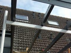 carpoort met nieuwe platen en een bitumen dak