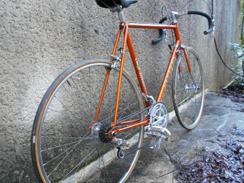 Peugeot orange GroteFoto-FBOXQIFN