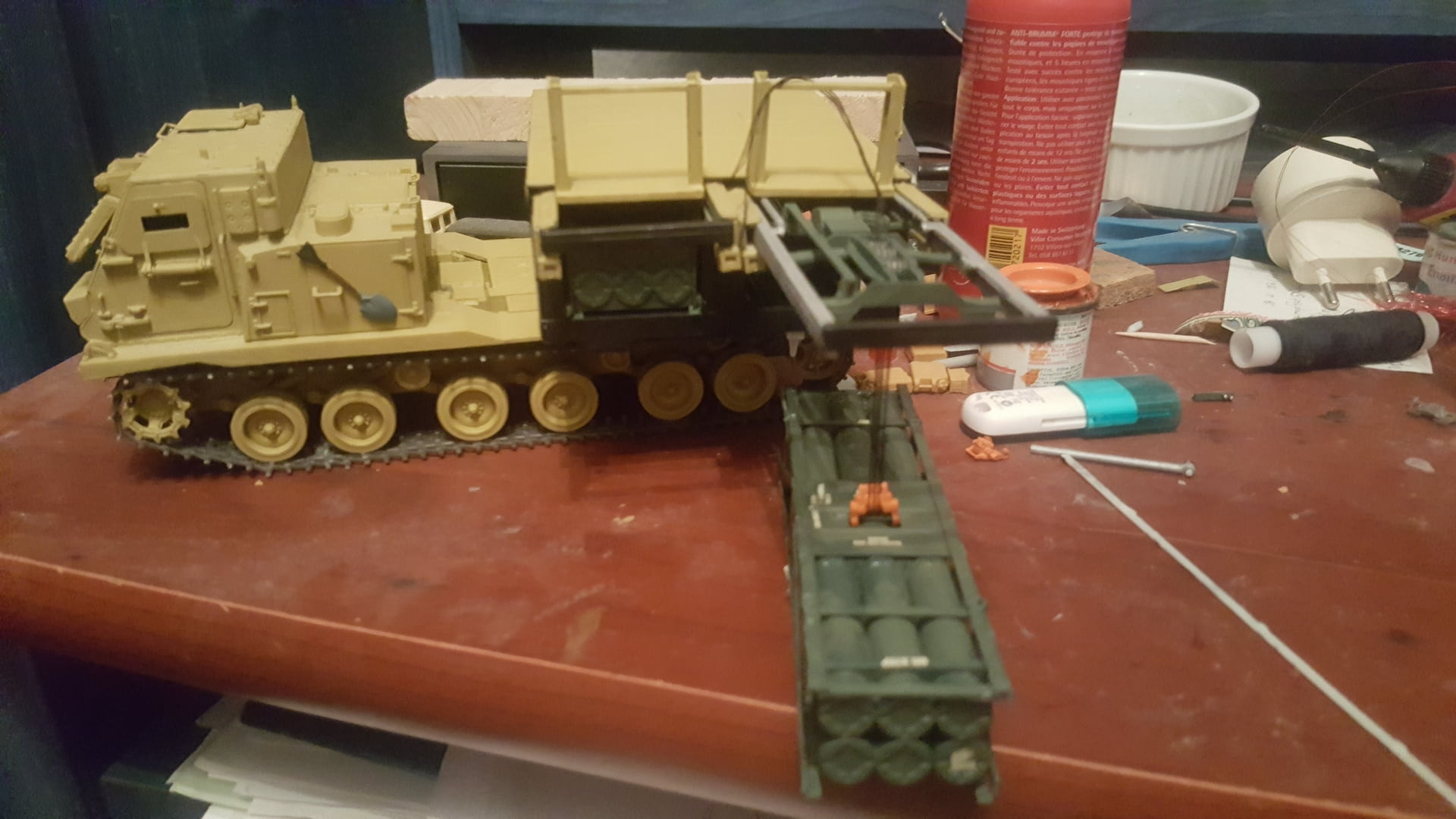 M270 MLRS w/M26 Rocket Pods dragon (1/35) 1k0