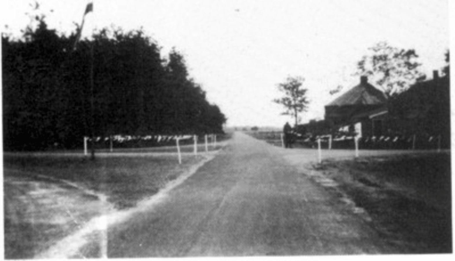 Feestelijke opening straatweg over Vredenheim 6 september 1955