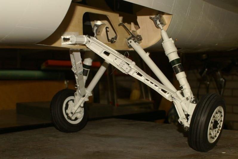 F16 Main gear test fit