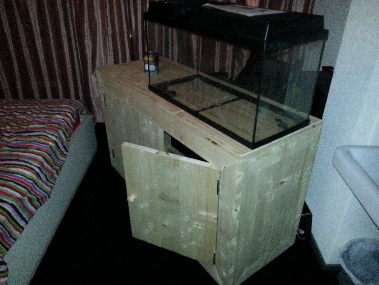 Aquarium meubel van steigerhout