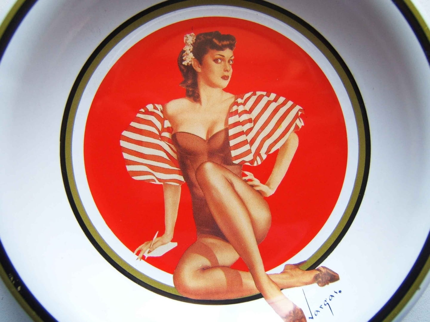 Cendrier vide poches pin up vargas bon de la defense - Deco annee 50 americaine ...
