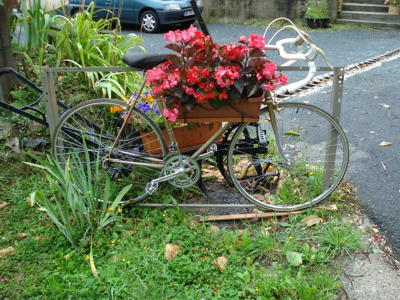 bicycle bicycle yard art