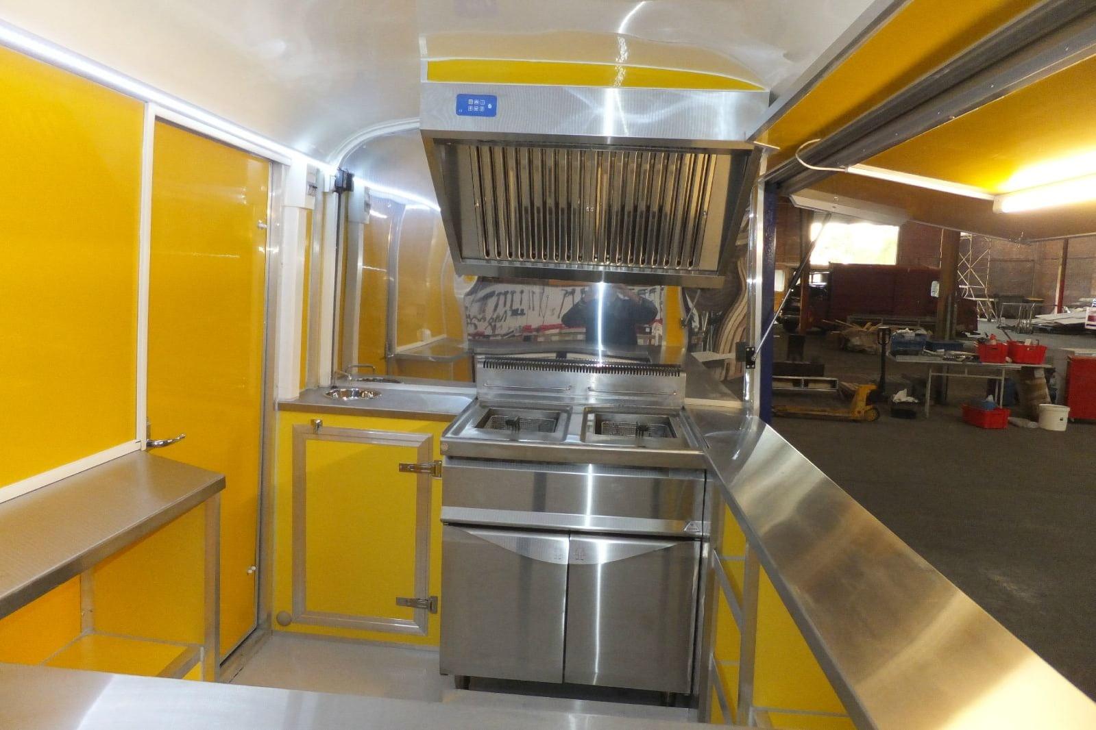 Transformation d'un HY Camping Car en Truck Food GroteFoto-SZKZKUC4