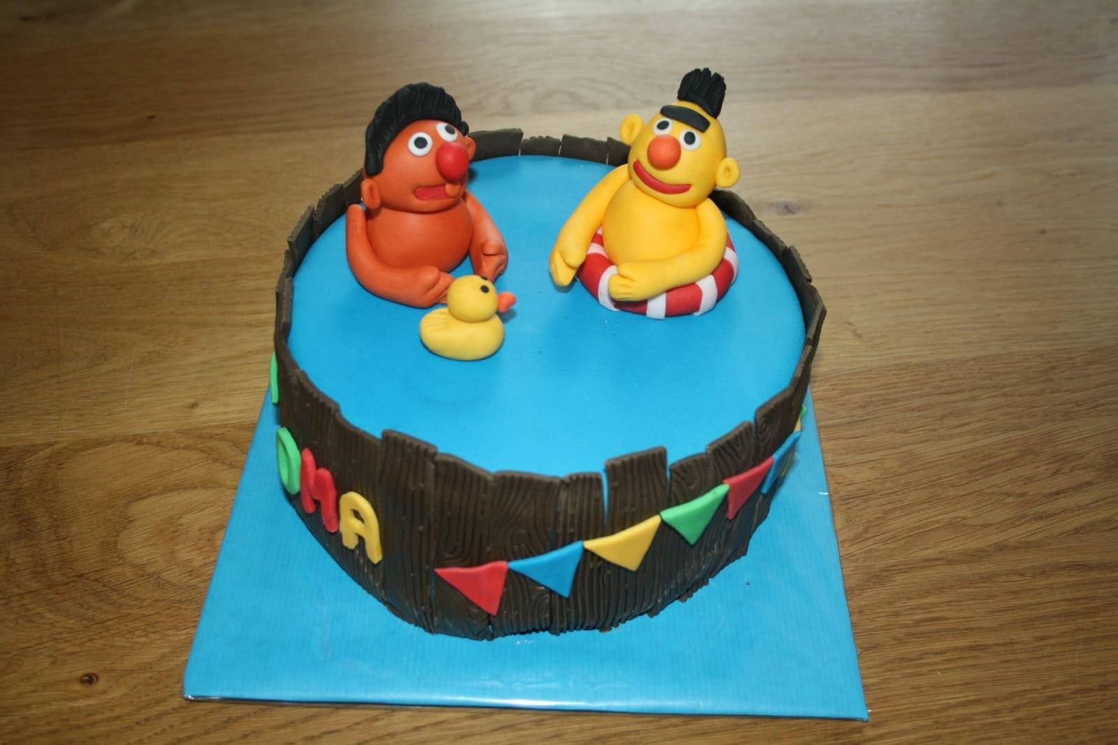 taart bert en ernie Bert en Ernie taart (Pagina 1)   Taarten Parade   DeLeuksteTaarten  taart bert en ernie