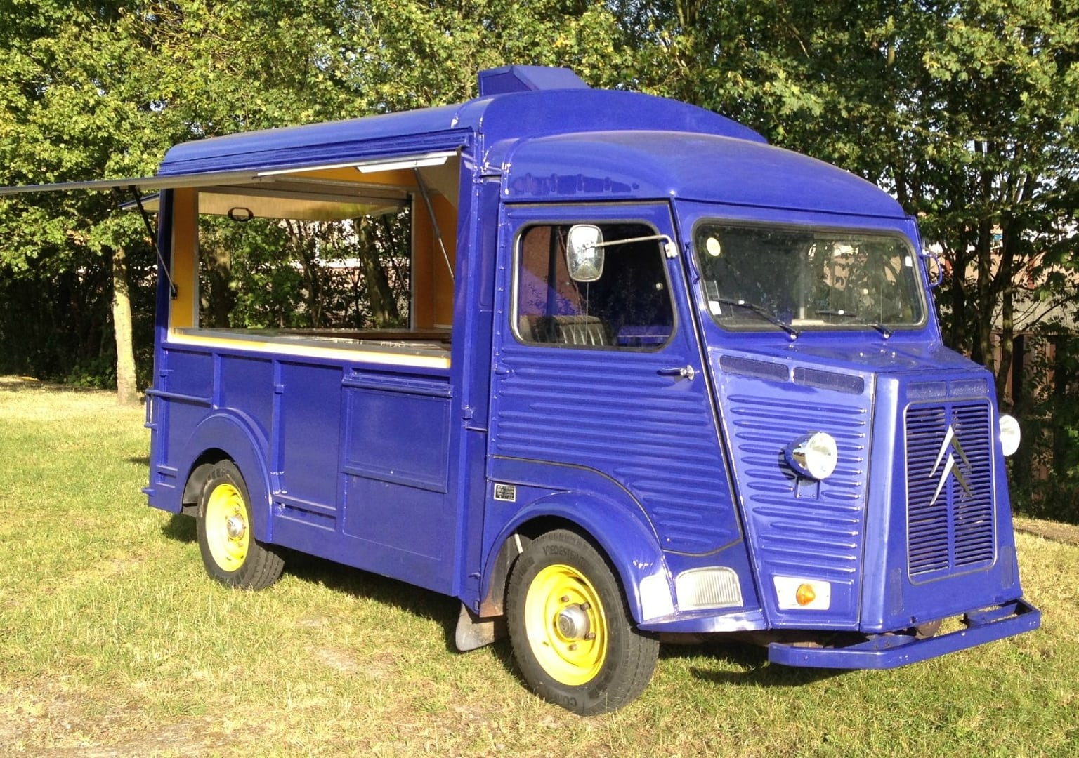 Transformation d'un HY Camping Car en Truck Food GroteFoto-BDA3J3NZ
