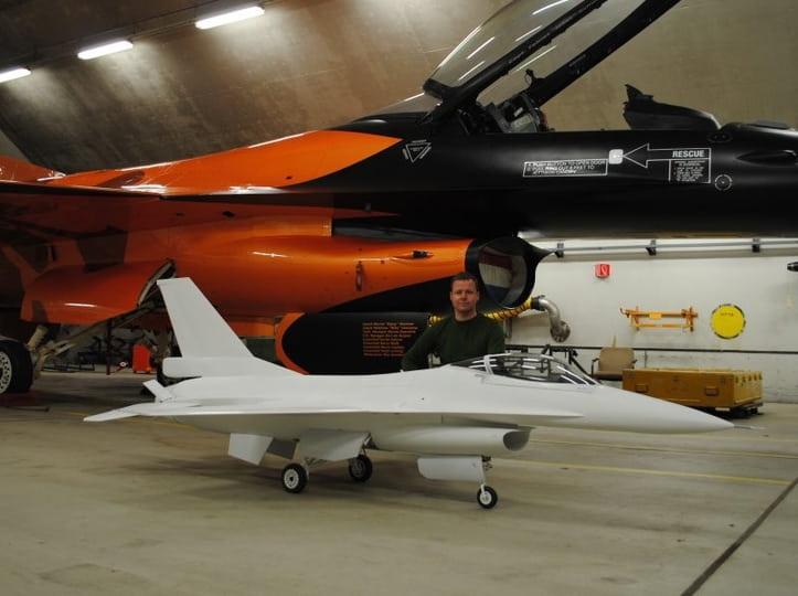 F16 scale comparison