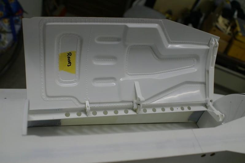 F16 Main wheel door