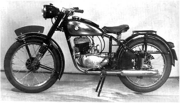 D.M.F. 175F - bouwjaar 1951 - met een 174cc tweetakt J.L.O. motor - nieuwprijs van Hfl. 1.475,-