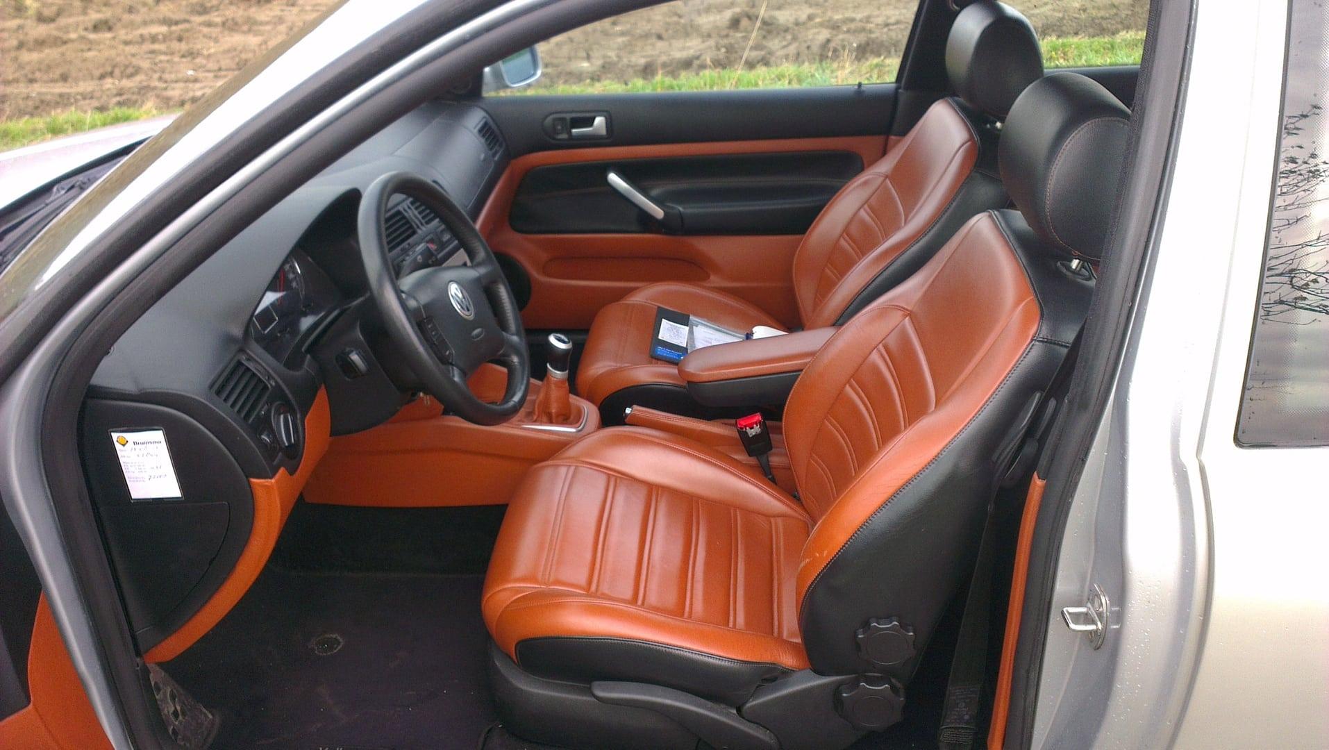 Bruin zwart lederen interieur van een golf 4 3 deurs for Auto interieur reinigen antwerpen