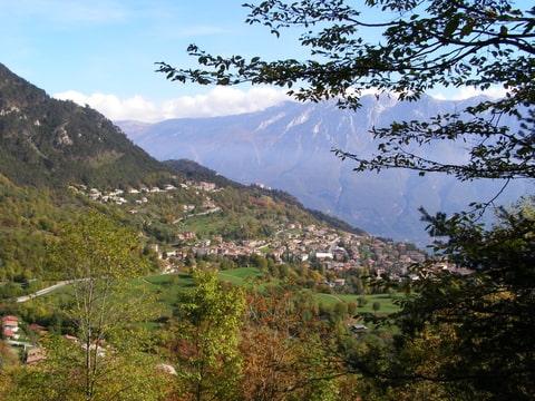 Tijdens                   een wandeltocht uitzicht op Tignale
