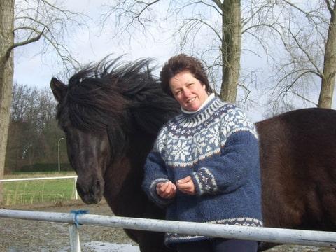 Yvonne en haar paard Heidar van de Hoge Enk