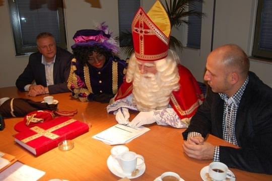 ondertekening oprichtingsakte door Sinterklaas