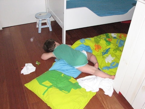 Oud peuterbed meegroeibed ledikant eenpersoonsbed for Babykamer sofie bopita