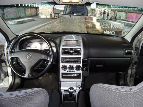 je hebt je auto ook nodig voor woon werk alle console delen verzamelen op de sloop en dan laten schurenspuiten door een prof in de kleur van je auto