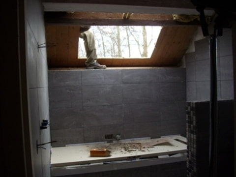 Dakvenster in badkamer