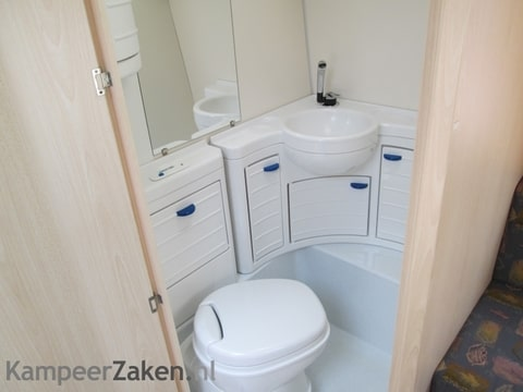 Plastic inrichting toilet - caravan-forum.nl