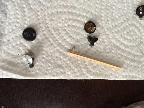 Zelf even uit elkaar gehaald dmv soldeerbout het plastic verwarmen..
