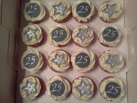 cupcakes 25 jaar getrouwd Cupcakes ouders 25 jaar getrouwd (Pagina 1)   Klein & fijn  cupcakes 25 jaar getrouwd