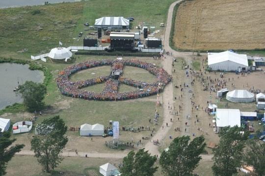 Peace-teken voor War Child