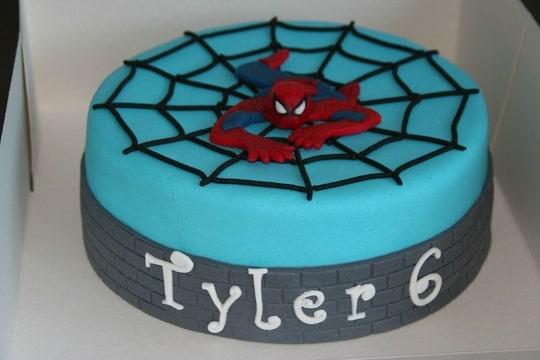 Super Tyler helemaal blij met: Spiderman! (Pagina 1) - Taarten Parade &HC32