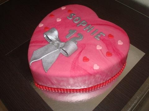 verjaardagstaarten (sharp edges) en semi-naked cake