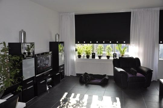 Woonkamer Voorbeelden Grijs : Inrichting woonkamer zwart wit grijs ...