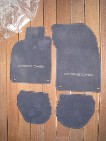 vendu tapis et surtapis d 39 origine porsche 993. Black Bedroom Furniture Sets. Home Design Ideas