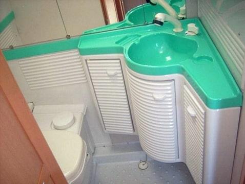 Caravan Kastje Badkamer : Plastic inrichting toilet caravan forum