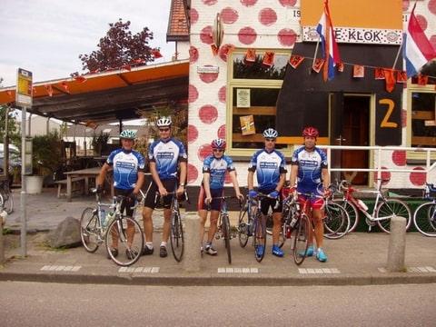 Fietsgroep team voor het bolletjes café