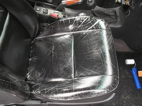 Lederen bekleding auto opknappen ochtend schoonmaakwerk for Auto interieur verven