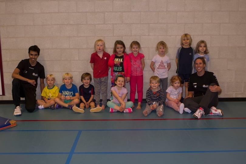 Groep volleybalspeeltuin