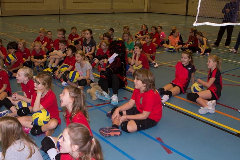 Kinderen van groepen 4 en 5 bij Sinterklaas