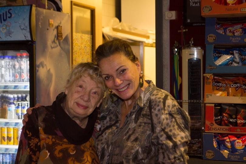 Jo van Houtrust Café met haar moeder