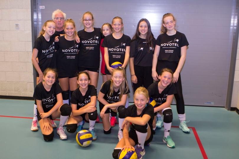 Meisjes C3, gesponsord door Novotel Den Haag