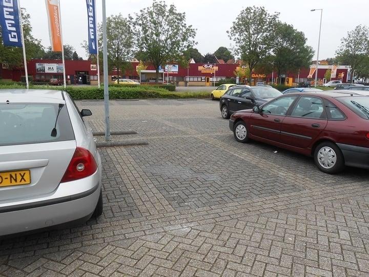 Parkeren In Voortuin : Eigen auto s eerst u d parkeren op eigen terrein of op de openbare