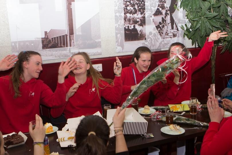 Meisjes B3 vieren het kampioenschap
