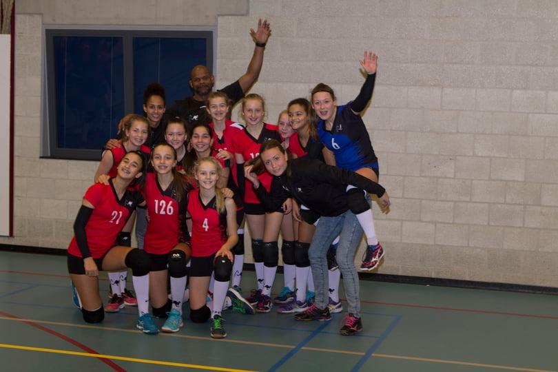 Meisjes C kampioen poule MC 14